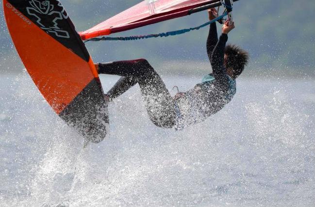 【千葉市・ウィンドサーフィン】最新トリックも習得可能!レベルアップスクール