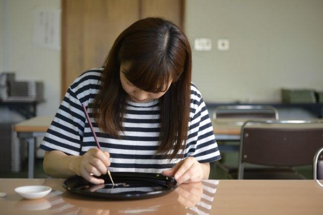 【和歌山・海南市・伝統工芸体験】コンパクトでカワイイ!漆器蒔絵体験(丸盆・小)