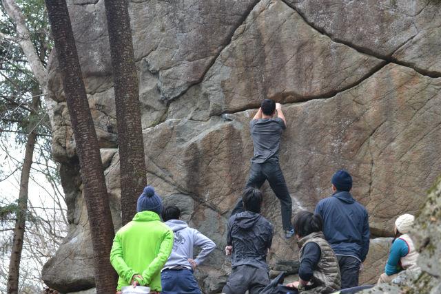 【岐阜・恵那市・ボルダリング】笠置山の岩壁にトライ!みんなで楽しくボルダリング