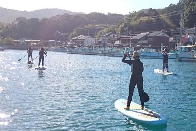 【高知・SUP】のどかな港で水上散歩!新鮮な視点で田舎景色を眺めてみよう