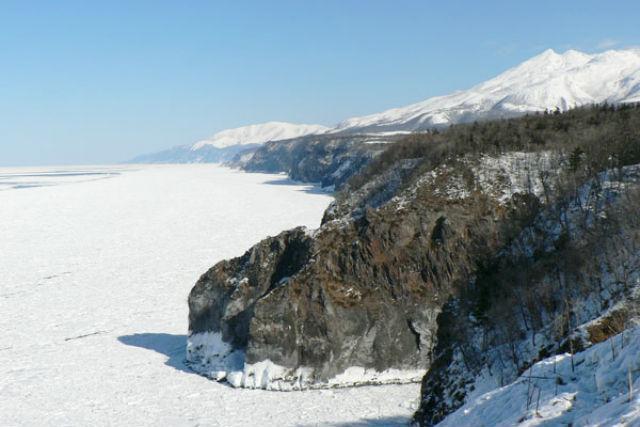 【北海道・知床・スノーシュー】見晴らしバツグンの岬へ!知床岬眺望ツアー(貸切)