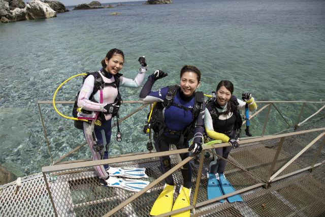 【和歌山・ファンダイビング】仲間と気兼ねなく潜れる、セルフダイビングを体験(2ダイブ)