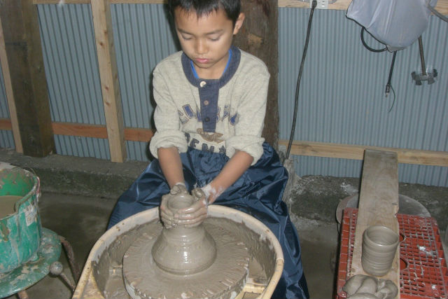 【鳥取・陶芸体験】世界でここだけ!蟹の釉薬で作る、味のある器(電動ろくろ)
