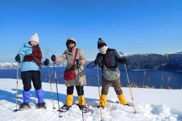 【北海道・釧路・カヌー】冬だけの摩周湖ブルー!足湯・砂湯・ハクチョウ鑑賞まで楽しめる!