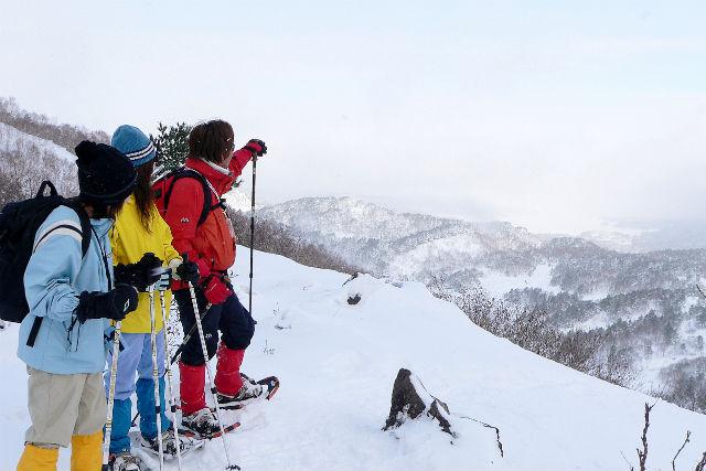 【福島・裏磐梯・スノーシュー】裏磐梯ツアー・ 雪のイスとテーブルでいただく、ダッジオーブンランチ付!(半日)