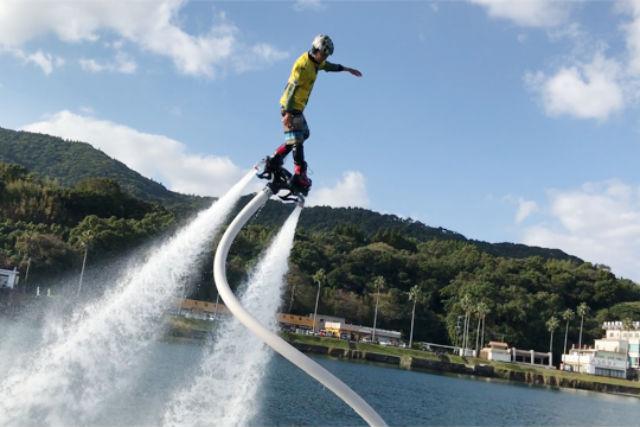 【鹿児島・指宿市・フライボード】鳥になった気分を味わえる!フライボード体験