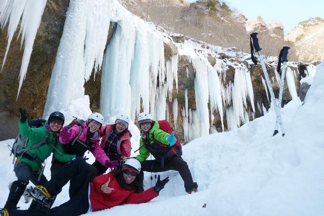 【栃木・日光市・スノーシュー】人気NO.1・氷河期の世界へ!雲竜渓谷スノートレッキング
