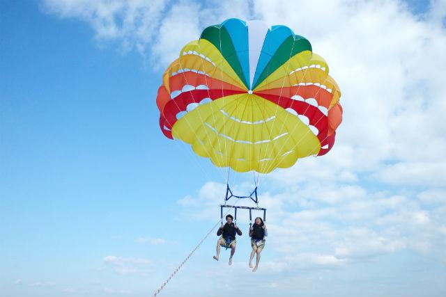 【沖縄・那覇市・パラセーリング】たっぷり長時間飛べる!ロングコース(ロープの長さ200m)
