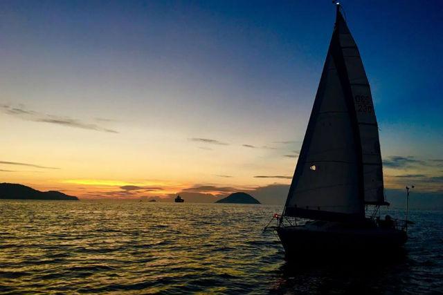 【福岡市・クルージング】感動の夕景にうっとり!ヨットで行くサンセット&ナイトクルージング