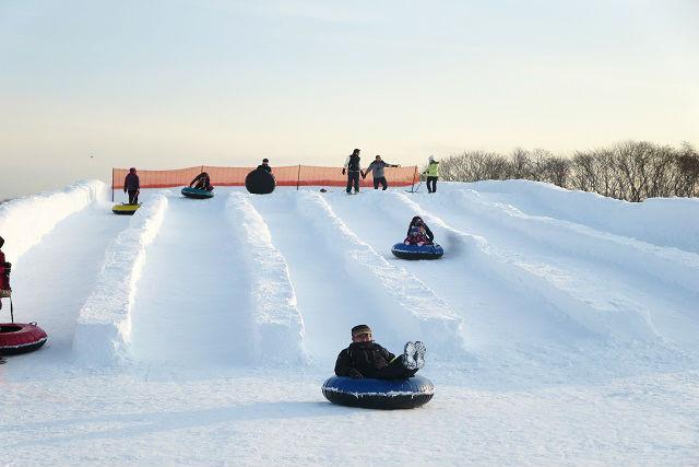 【北海道・千歳・スノーモービル】家族で雪遊び!スノーラフティング・四輪バギー・乗馬も満喫セットプラン