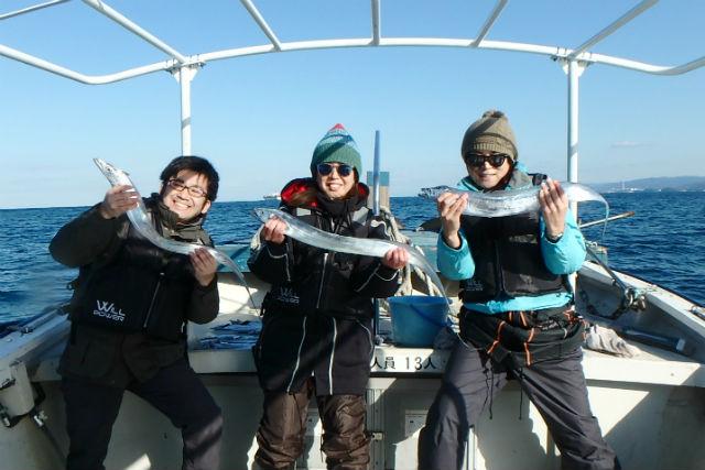【大阪市・釣り体験】ボートで行く!大阪湾のタチウオ釣り(初心者向け・道具込み)