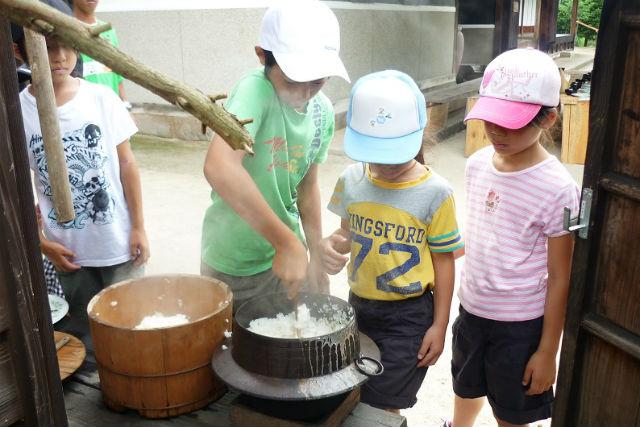 【鳥取・料理体験】ご飯をふっくら炊き上げよう!かまど炊き体験(古民家見学付き)