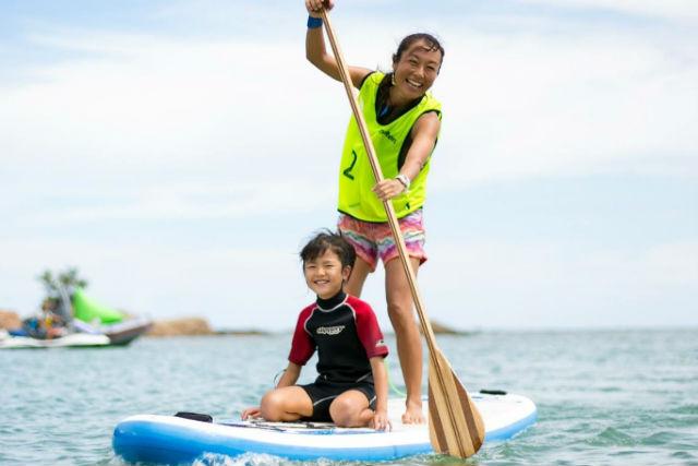 【沖縄・恩納村・SUP】プライベートビーチで楽しもう!初心者SUPスクール(写真撮影付き)