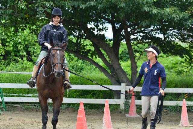 【愛媛・松山市・乗馬体験】馬とふれあいながら楽しもう!体験乗馬プラン