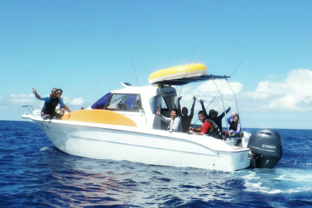 【沖縄・宜野湾市・クルージング】自分で船を操縦できる!無人島クルージング(要免許)
