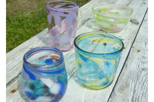 【仙台・ガラス細工】吹きガラス体験!20色からイロイロ混ぜて、コップやお皿を作ろう!