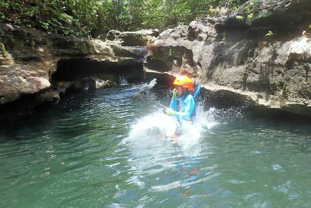 【西表島・キャニオニング】体一つで川を下ろう!大見謝川キャニオニングコース(写真撮影付き)