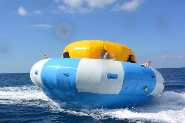 【沖縄・名護市・バナナボート】コマのようにくるくる回る!超最新ハリケーンボート