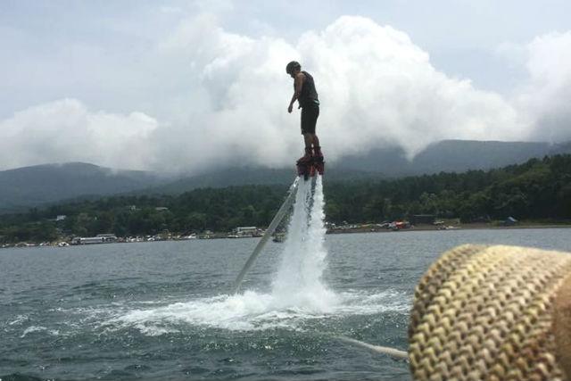 【山梨・山中湖・フライボード】山中湖で2つのマリンスポーツ!フライボード&ウェイクボードセット