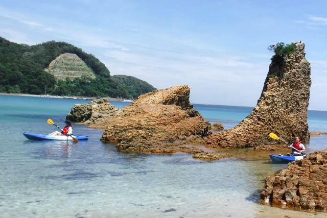 カヤックでゆったり海上散策&プライベートビーチ感覚でBBQ