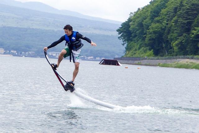 【山梨・山中湖・ホバーボード】富士山を一望!空飛ぶサーフィンで近未来体験を楽しもう