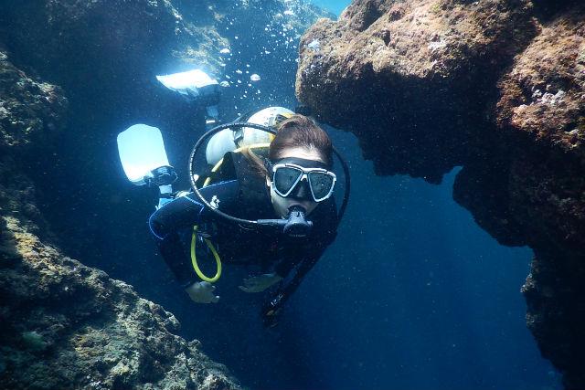 【沖縄・体験ダイビング】ビーチダイビングで安心!めくるめく沖縄の海を覗いてみよう