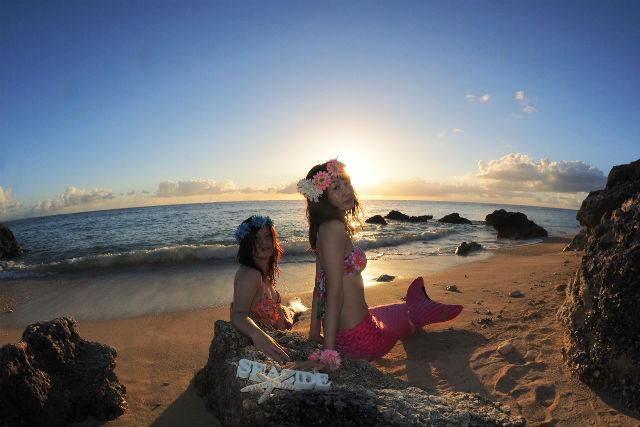 【沖縄・読谷村・変身写真】夕陽をバックに撮影!サンセットマーメイド体験(枚数制限なし)
