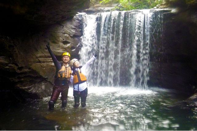 【西表島・キャニオニング】夏に人気の水遊び!大見謝川キャニオニング体験