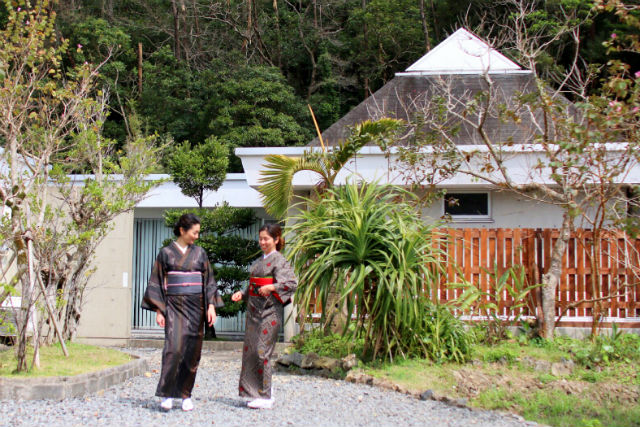 【奄美大島・フォトスタジオ】大島紬を着て、まち歩きを楽しもう!ロケフォトプラン