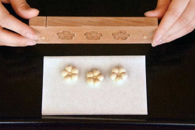 【京都市・お菓子作り】日本の伝統菓子を作ろう!お干菓子作り