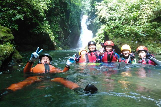 【鳥取・シャワークライミング】キャニオニングとシャワークライミングを満喫!山王滝で遊ぼう