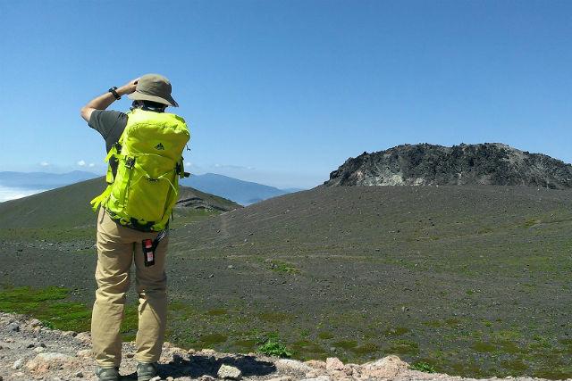 【北海道・トレッキング】360度のパノラマが広がる空中散歩!樽前山トレッキング