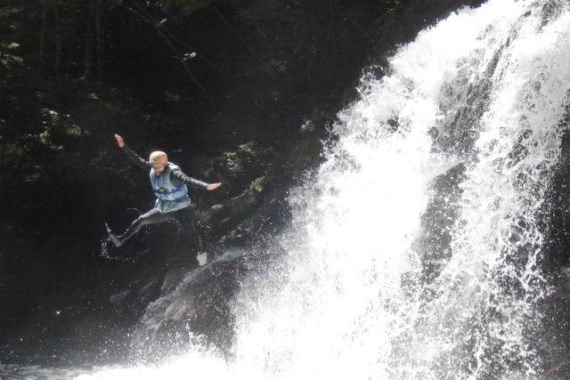 【長野・乗鞍・シャワークライミング】沢登りコース(登って!泳いで!3滝チャレンジコース・写真撮影付き)