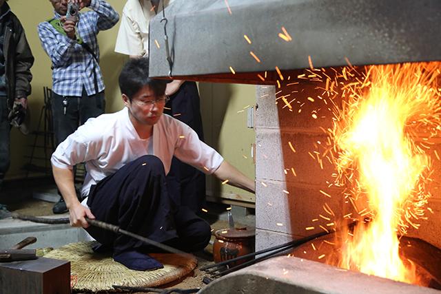 京都で唯一の刀工に学ぶ 日本刀と同じ素材の玉鋼を使った自分だけの本格刀剣作り