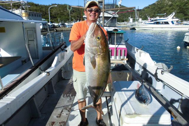 【小笠原・海釣り体験】初心者でも大物が釣れる!カンパチ根魚五目釣り