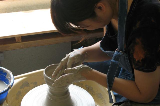 【千葉・陶芸体験】土とふれあう無心の時間。陶芸体験(手びねりor電動ろくろ)