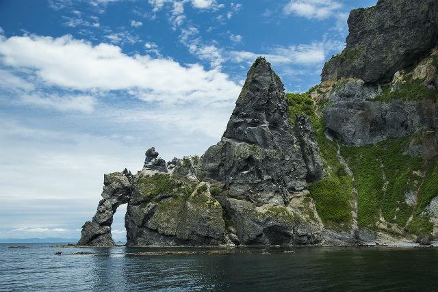 【北海道・小樽・クルージング】幻想的なブルーと断崖絶壁を満喫!オタモイ海岸・青の洞窟コース