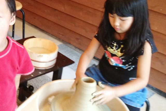【石川・粟津温泉・陶芸体験】約30分の電動ろくろ体験!お茶碗や湯呑を作ろう