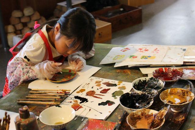 【石川・山中温泉・伝統工芸体験】珍しい漆の絵付け体験。オリジナルのお椀作り