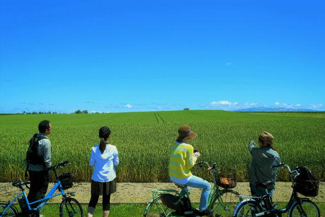 【北海道・美瑛・サイクリング】美瑛の丘をサイクリング!半日ツアー(電動アシスト自転車)