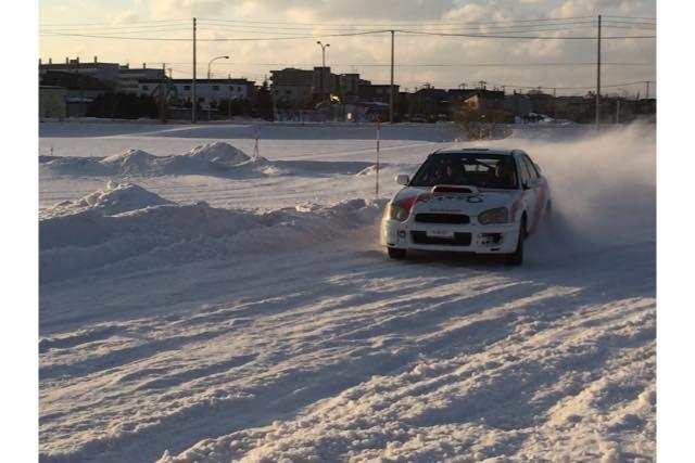 【北海道・札幌市・レンタルカート】雪しぶきが舞い上がる!雪上ドリフトを体験