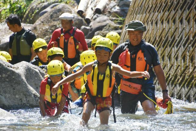 【岐阜・シャワークライミング】夏の冒険!お子様OKの渓流シャワークライミング