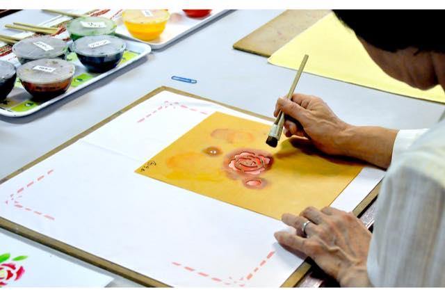 【石川・小松市・伝統工芸体験】数枚の型紙を使って、染めていく。友禅型染体験(ハンカチ)