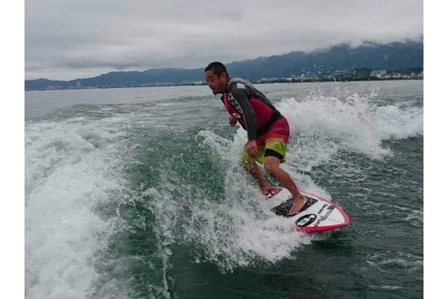 【滋賀・琵琶湖・ウェイクサーフィン】琵琶湖で波乗りしよう!体験ウェイクサーフィン