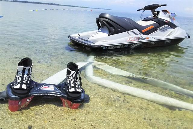 【滋賀・琵琶湖畔】ベタベタしない!透明度最高の完全淡水!フライボード体験(白ひげビーチ店)