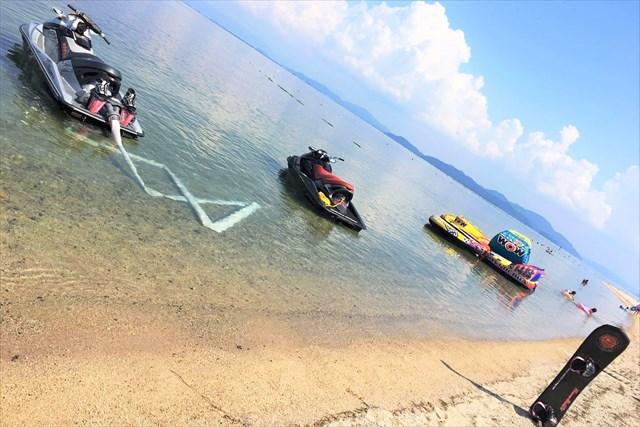 【滋賀・琵琶湖畔】ベタベタしない!透明度最高の完全淡水!バナナボード体験(白ひげビーチ店)