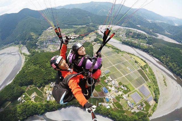 【静岡・島田市】大井川上空を飛ぶ!パラグライダー・タンデムフライト(2人乗り)