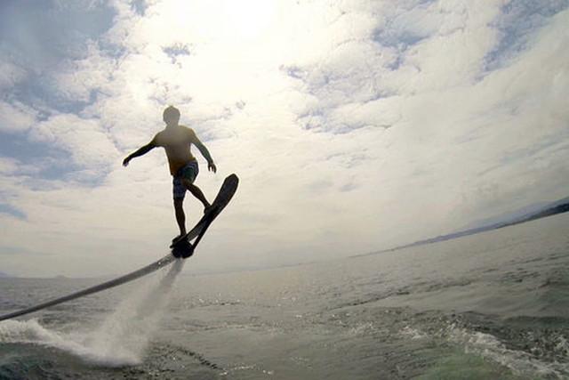 【滋賀・琵琶湖畔】ベタベタしない!透明度最高の完全淡水!ホバーボード体験(白ひげビーチ店)