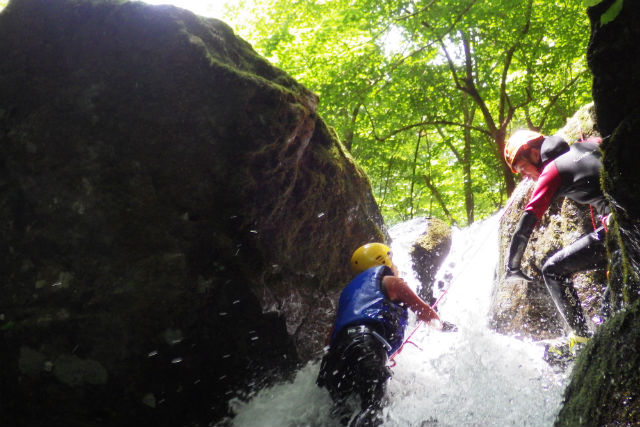 【兵庫・養父市】最高峰の美しい渓流でスプラッシュクライミング!(3時間)