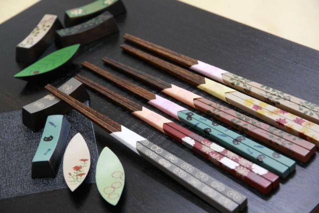 【香川・高松・伝統工芸】多彩な色漆で装飾!絵付け体験・お箸コース